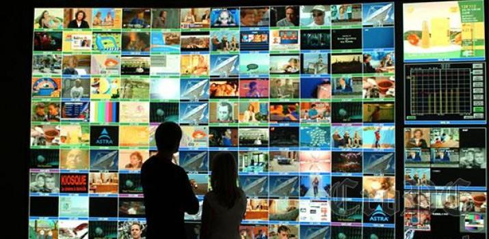Satelitska televizija otvorila je prozor u svijet dajući gledateljima pristup stranim televizijskim programima što je označilo početak kraja monopola državnih televizija