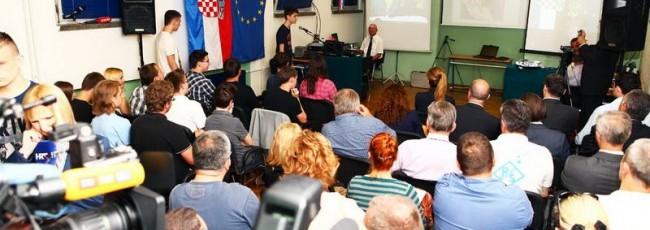 Učenici Tehničke škole Ruđera Boškovića iz Zagreba sinoć su u 19.30 sati uspješno su uspostavili kontakt s Međunarodnom svemirskom postajom ISS