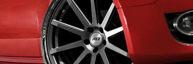 AEZ je tvrtka koja aluminijske naplatke proizvodi još od 90-tih godina, a do danas se nametnula kao premium proizvođač lijepih, kvalitetnih i za brojne automobile posebno krojenih felgi vrhunske kvalitete koju potvrđuje njemački TÜV