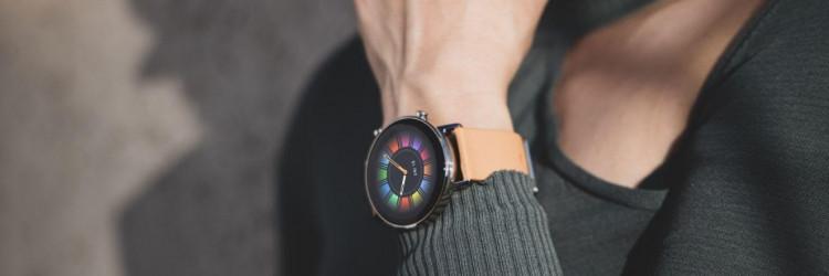U svakodnevnoj upotrebi, Huawei Watch GT 2 46 mm serija može u kontinuitetu raditi i do dva tjedna s uključenim nadzorom otkucaja srca, funkcijama za obavijesti te s Bluetooth pozivima