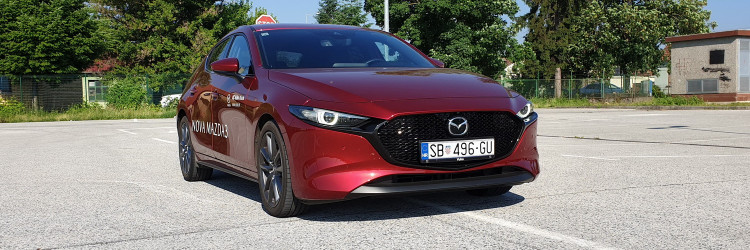 Mazda 3 Hatchback stigla nam je u već popularnoj crvenoj boji