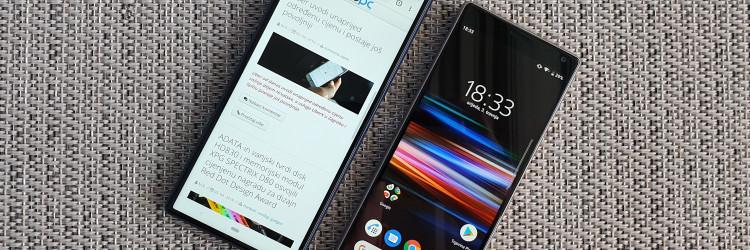Sony Xperia 10 i veći Plus model stižu u kompaktnom pakiranju koje osim osnovnih informacija malo toga otkriva o ovim telefonima