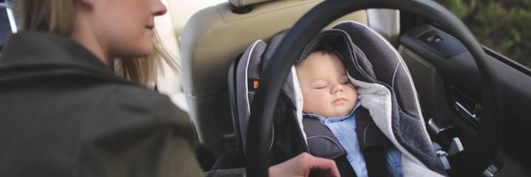 Kako ispravno voziti dijete u autosjedalici zimi?