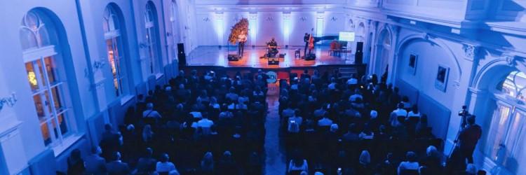 Cilj događaja je bio prikupiti sredstva za sustav zamračenja prozora kako bi dvorane postale višenamjenske