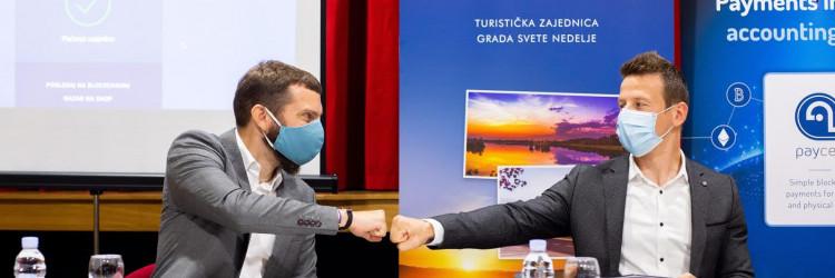 Sam proces plaćanja traje desetak sekundi, a to je demonstrirano i na konferenciji za medije, kada je putem aplikacije PayCek uplaćena i donacija SOS Dječjem selu Hrvatska