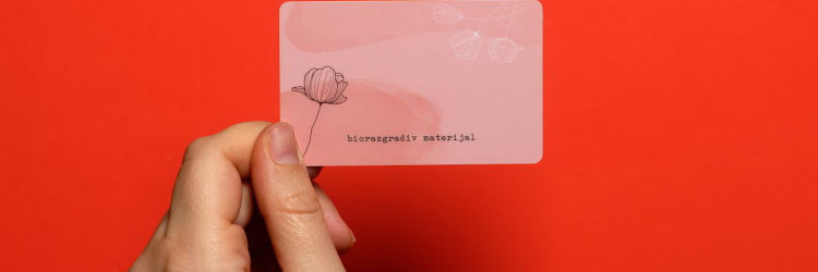 Odnedavno se u AKD-ovim smartcard pogonima u Savskoj mogu izraditi kartice od biorazgradivog i eko materijala