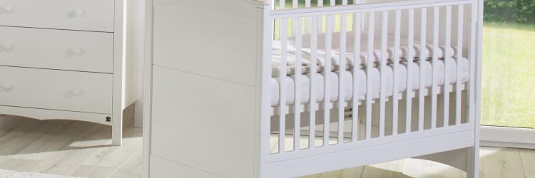 Zbog sve veće ponude na tržištu raznih dječjih krevetića odabir sigurnih i pouzdanih postaje prava mala avantura kroz koju roditelji moraju proći