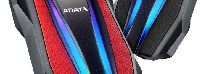 HD770G krasi poseban dizajn kakav se ne može vidjeti ni kod jednog drugog vanjskog tvrdog diska zahvaljujući svojim naglašenim bridovima i dvjema RGB trakama u obliku svjetlosnog snopa koje ističu osobni stil korisnika
