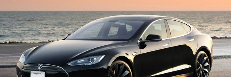 Elon Musk, glavni izvršni direktor tvrtke Tesla Motors koja je poznata po luksuznom električnom automobilu Model S najavio je planove za konstruiranje financijski prihvatljivijeg električnog automobila do 2017. godine