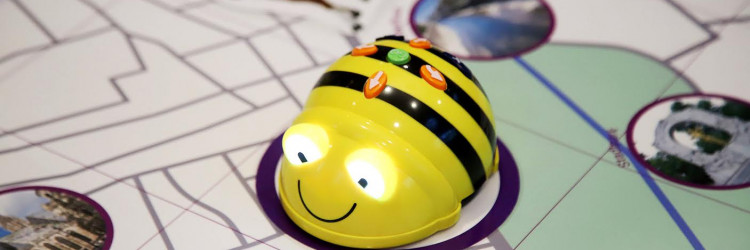 Robot Bee-Bot jednostavan je za rukovanje