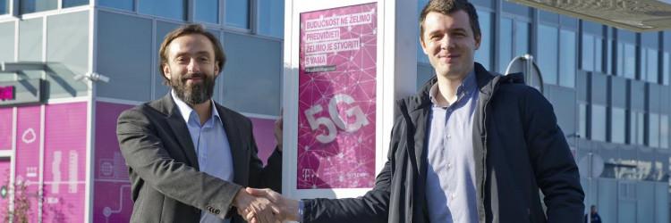 Prva 5G pametna klupa građanima omogućuje besplatno spajanje na internet putem 5G tehnologije Hrvatskog Telekoma u samom središtu Zagreba i na taj im način pruža priliku da sami isprobaju sve prednosti mreže nove generacije