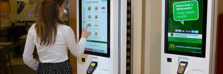 Posebnost u novom restoranu je samoposlužni kiosk na kojemu gost samostalno bira što želi, plati karticom te dobije račun i broj narudžbe
