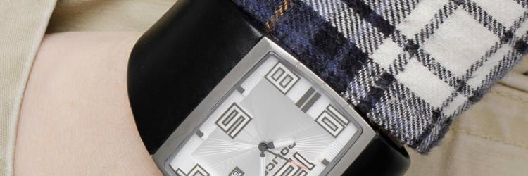 Modele Vision satova krasi kožni remen te kućište od nehrđajućeg čelika, a sat je otporan do tri atmosfere