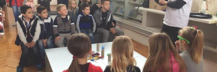 Zaposlenici tvrtke Robert Bosch d.o.o. i obitelj iz SOS Kuće Ruža iz Lekenika proveli su jednodnevnu edukativnu radionicu uz obilazak Tehničkog muzeja 'Nikola Tesla' u Zagrebu i posjetu planetarija