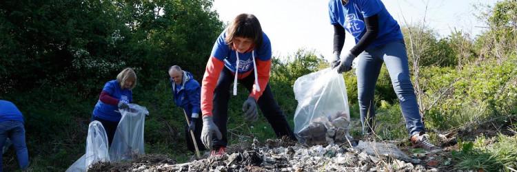 U današnjoj akciji prikupljanja i sortiranja otpada Dukatovi volonteri iz Zagreba čistili su divlje odlagalište u Sopotu u Novom Zagrebu, zaposlenici Sirele južnu obilaznicu Bjelovara, dok su zaposlenici karlovačkog KIM-a očistili područje uz kanal Kupa-Kupa u Donjem Mekušju