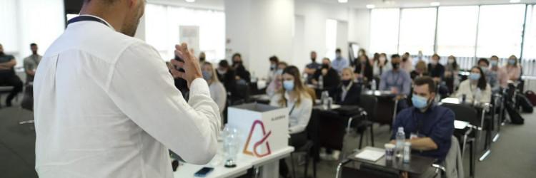 MIT (Massachusetts Institute of Technology) i Visoko učilište Algebra sklopili su suradnju oko priznavanja uspješno završenog MITx MicroMasters programa, u sklopu kojeg će studenti Visokog učilišta Algebra, već od iduće akademske godine, imati priliku dio nastave pohađati po hibridnom modelu