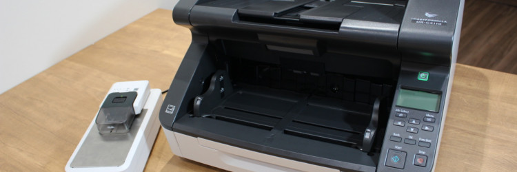 Odvajanje spojnica ključan je korak pri digitalizaciji dokumenata, ali kad se radi ručno, taj proces može biti dugotrajan, fizički naporan, a tu je i rizik od oštećivanja dokumenata