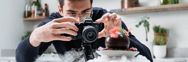 U srcu je ovog fotoaparata svestranost. Bilo da želite snimiti fotografije visoke kvalitete za Instagram, videozapis okomitog usmjerenja za TikTok ili pak želite streamati uživo na YouTube, EOS M50 Mark II može sve to, i to savršeno