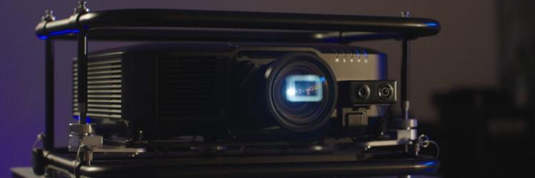 Novi asortiman EB-PU1000 uključuje Near Field Communication (NFC) funkcionalnost za jednostavnije postavljanje više projektora odjednom, olakšavajući dijagnostiku i instalaciju
