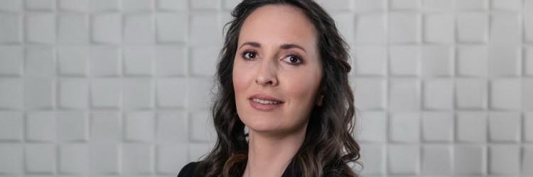 Rosanda je tijekom prethodnih 13 godina stjecala iskustvo u različitim sektorima IT industrije, od razvoja softvera, implementacije do menadžment savjetovanja u najvećim tvrtkama u regiji iz područja bankarstva i telekomunikacija