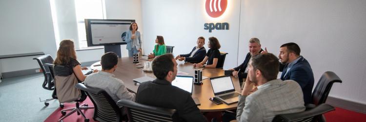 Pravo na sudjelovanje u javnoj ponudi imali su Spanovi zaposlenici i ostali ulagatelji (kvalificirani i i mali ulagatelji), uključujući sve hrvatske građane, koji su svoje ponude mogli predati u razdoblju od 6. do 10. rujna, uz cijenu po dionici u rasponu od 160 do 175 kuna