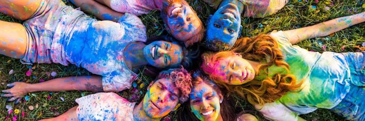 Procesom koekstruzije spajaju se bijela PVC masa i acrylstaklo (PMMA) u boji
