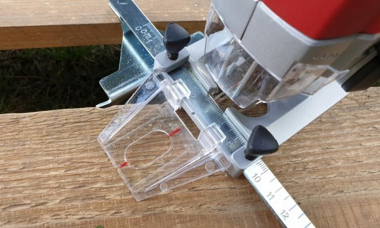 Ubodna pila nudi nekoliko nastavaka poput vodilice za precizan rez, nastavka za praćenje linije rezanja, dodatka za čist rez i nastavka za usisavač