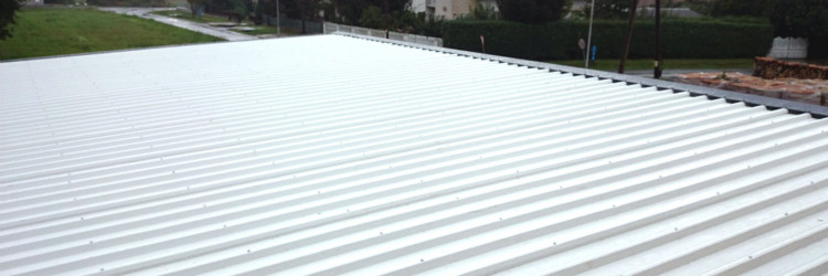 Krov ima vrlo važnu ulogu u direktnoj zaštiti kuće od kiše, snijega, hladnoće i vrućine, stoga svakako valja obratiti pozornost na njegovu izvedbu, kao i izolaciju