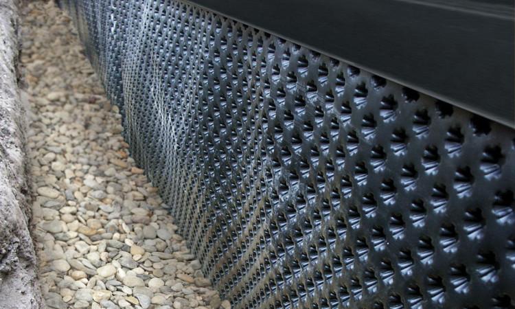 Guttabeta star čepasta membrana pruža djelotvornu zaštitu hidroizolacija i toplinskih izolacija kod zatrpavanja temeljnih zidova